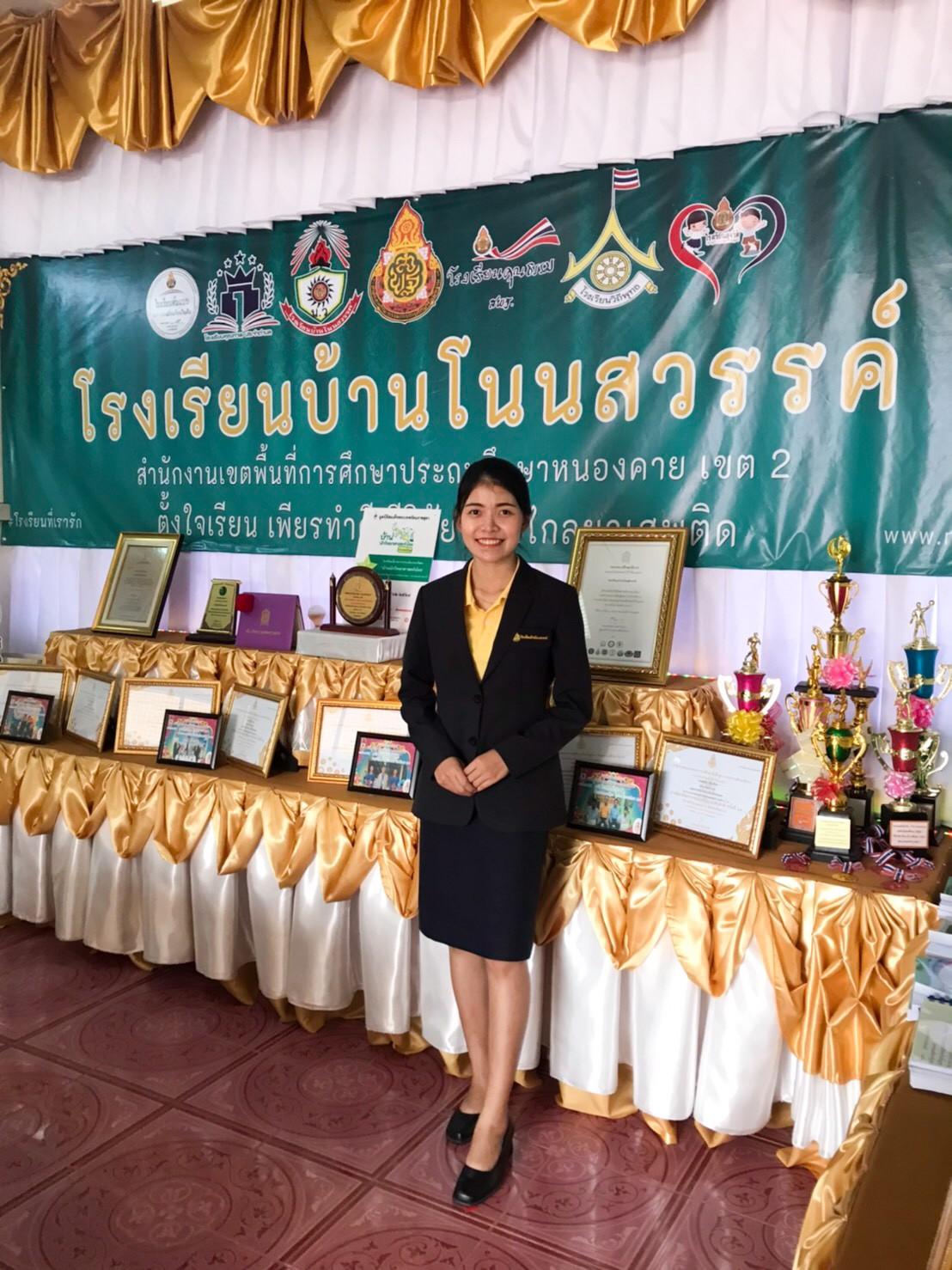 คณะครูรูปทางการ_201010